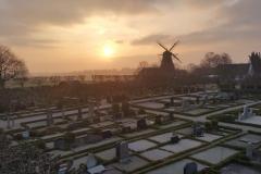 Löddeköpinge Kyrkogård, en av våra uppskattade och långvariga kyrkogårdskunder. Här har vi utfört trädvård återkommande under flera år.